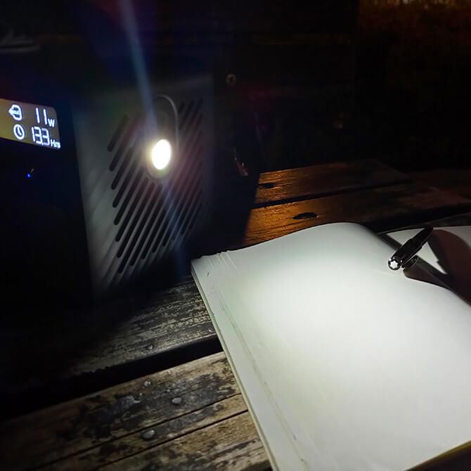 Anker PowerHouse II 400のライト機能