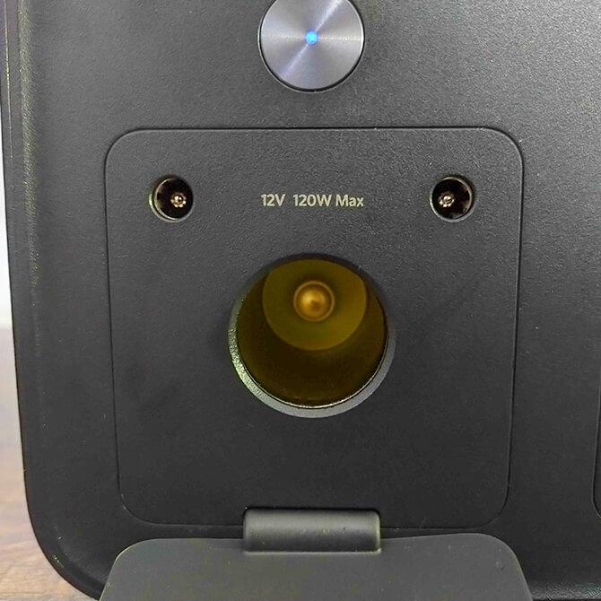 Anker PowerHouse II 400の充給電ポート