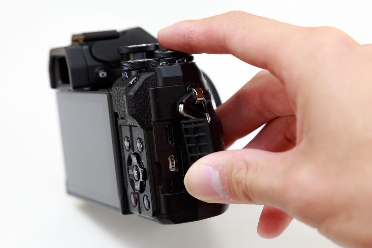 OLYMPUS OM-D E-M10 Mark IV USB給電