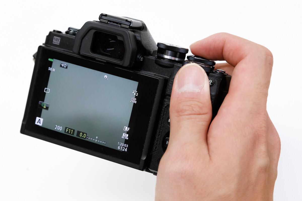 OLYMPUS OM-D E-M10 Mark IV PEN E-PL10 比較