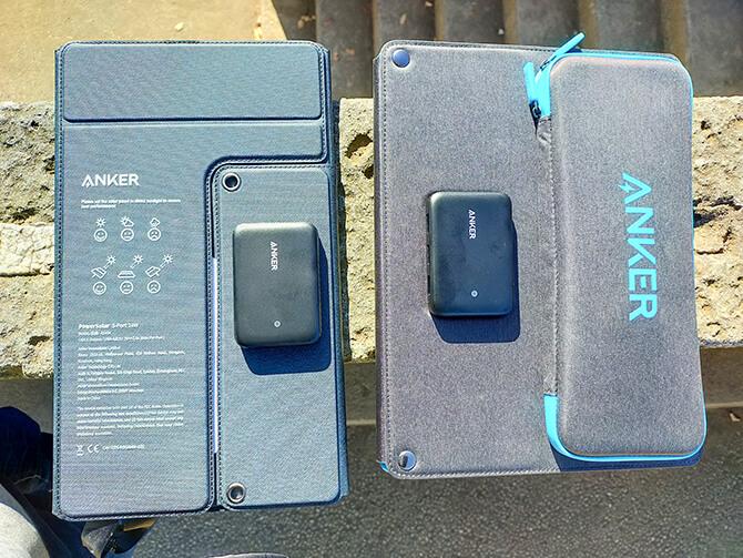 Anker PowerSolar Flex 3-Port 24WとAnker PowerSolar 3-Port 24Wの比較