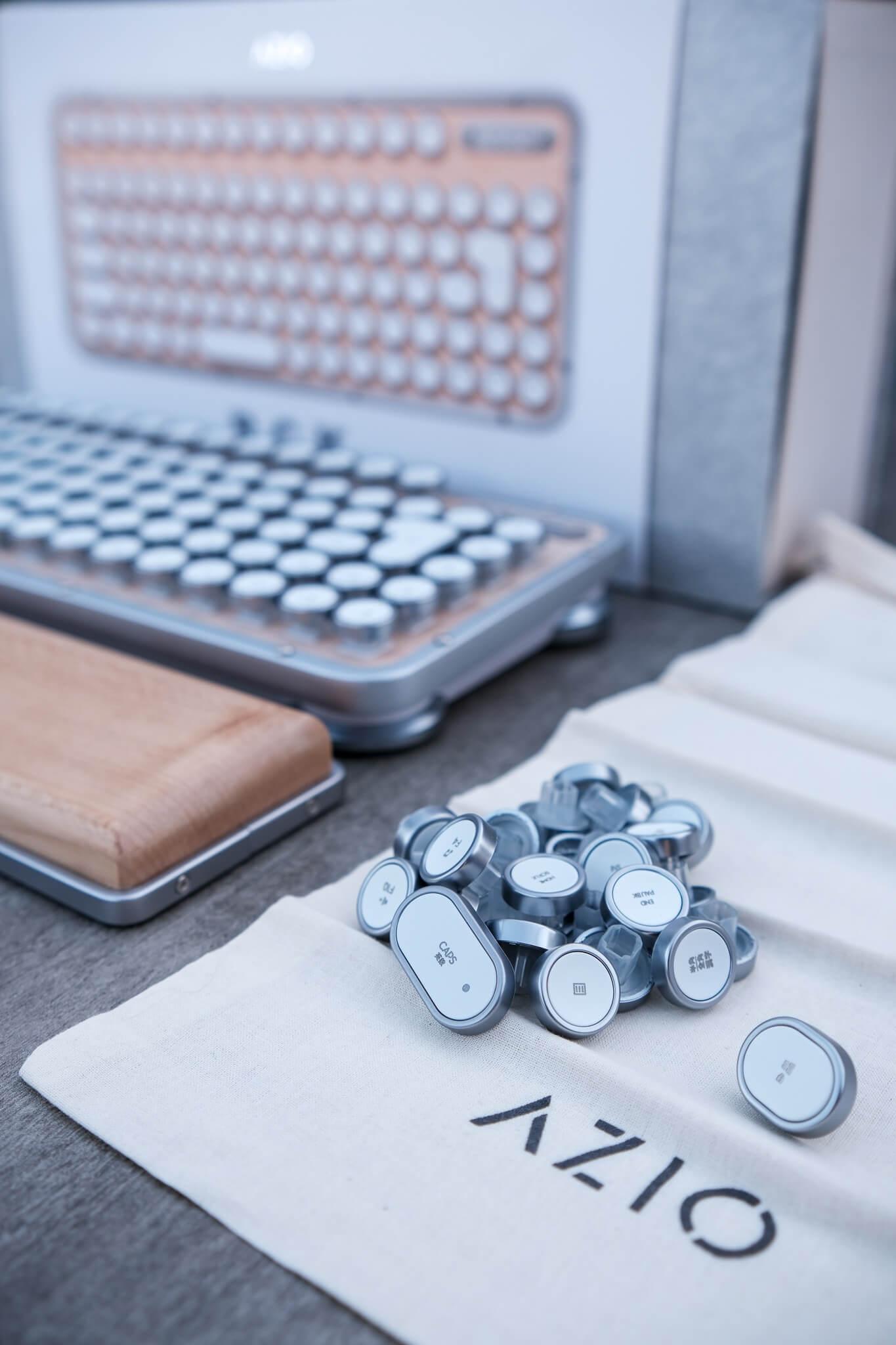 AZIO レトロクラシック・コンパクトキーボードとは 取り外し可能なキーキャップでデバイス環境が自由に!