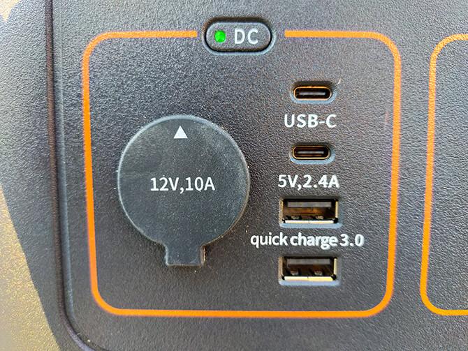 Jackeryのポータブル電源 1000のUSB-AはQC 3.0対応