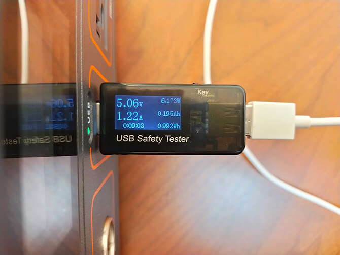 Jackery(ジャクリ)のポータブル電源700のUSB充給電