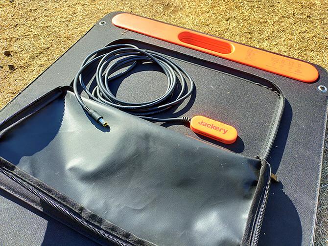 Jackery のソーラーパネル100の収納バッグ