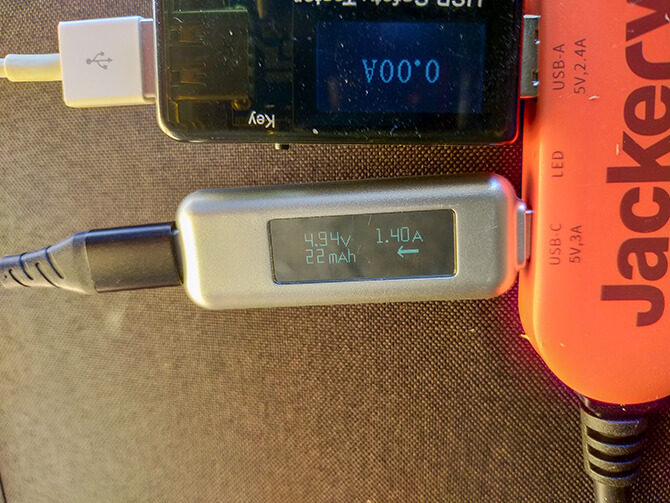 Jackeryのソーラーパネル100のUSB-Cの出力チェック