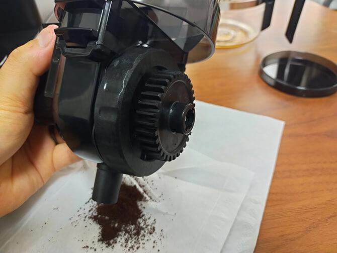 ツインバードの全自動コーヒーメーカー CM-D457Bのミルの手入れ