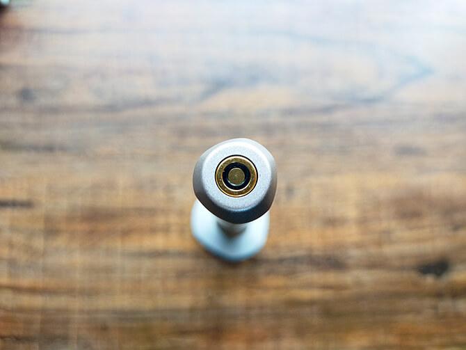 ベクノスの360度カメラIQUI(イクイ)の充電ポート