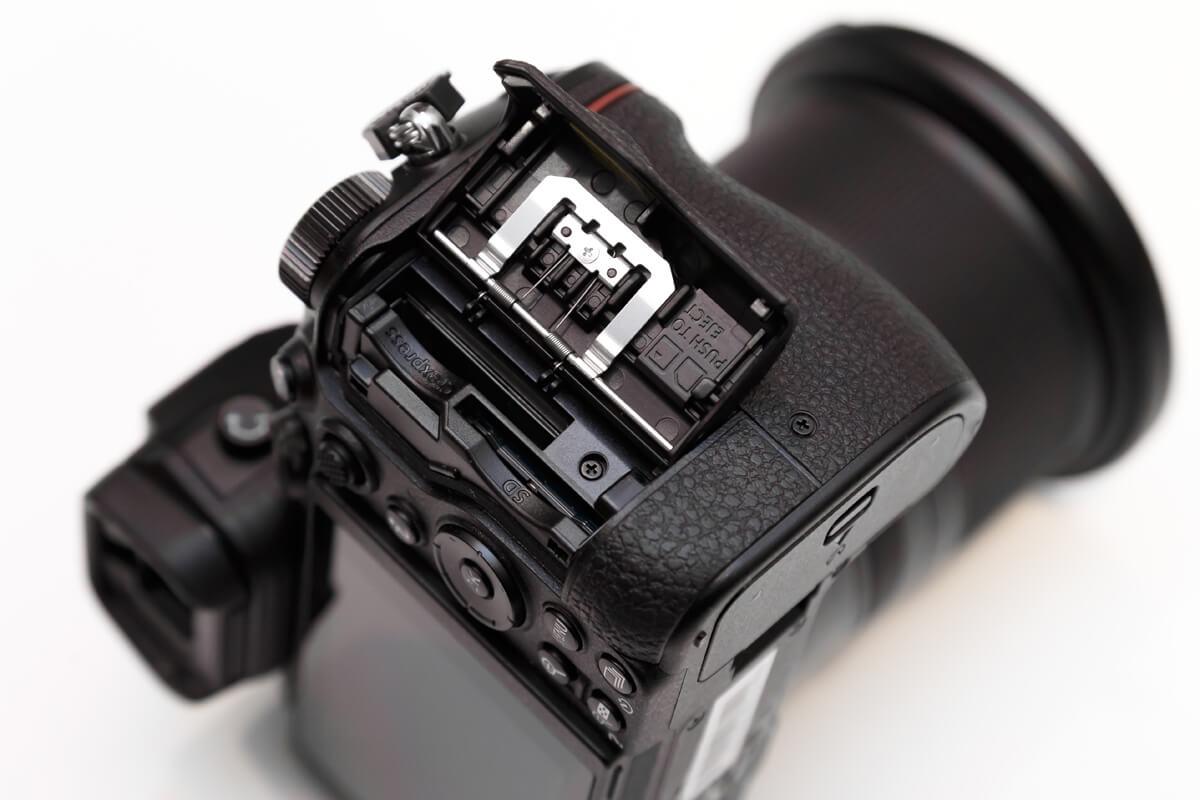 Nikon Z 7II カードスロット