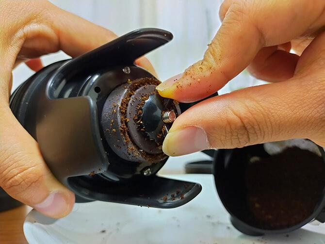 ポータブルコーヒーメーカーSoloCanoの挽き目調節