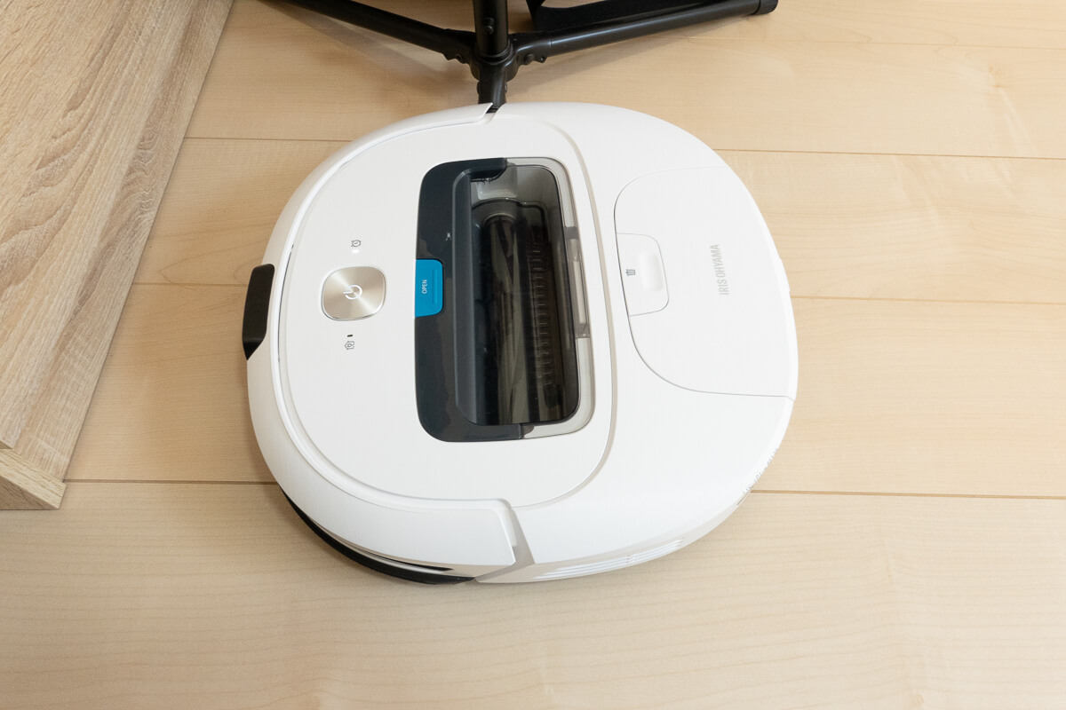 アイリスオーヤマのロボット掃除機を使った感想 × 角や家具に引っかかったり乗り上げて止まったりもする