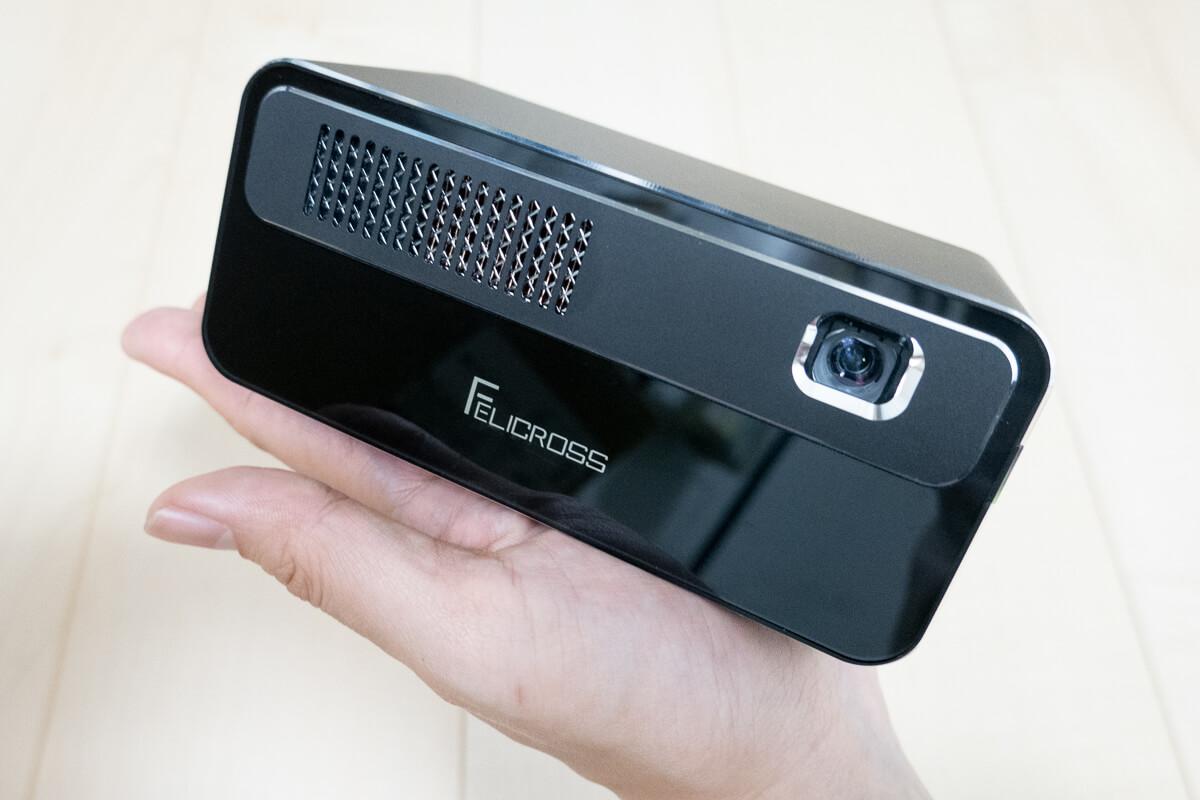 PicoCube(ピコキューブ) H300 使用レビュー!家でも旅先でも使える多機能モバイルプロジェクター
