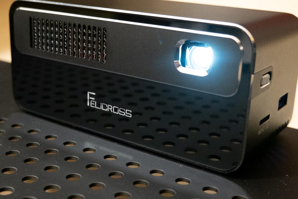 PicoCube H300を使ってわかった魅力と注意点 × 昼間の大画面投影は難しい