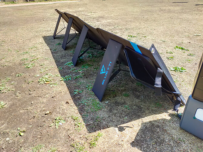 BLUETTI 200W ソーラーパネル(SP200)の折りたたみ式自立スタンド