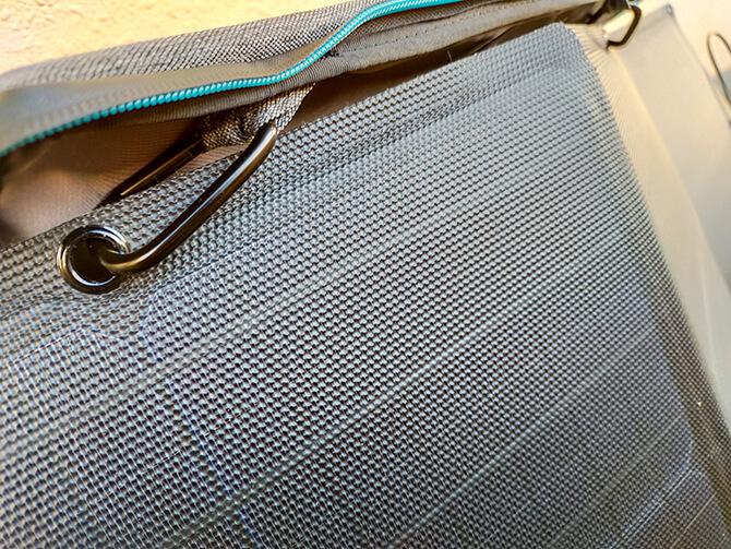 EcoFlow 110Wソーラーチャージャーのフックホールと角度調節