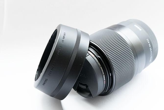 SIGMA 30mm F1.4 DC DN Contemporaryにはレンズフード