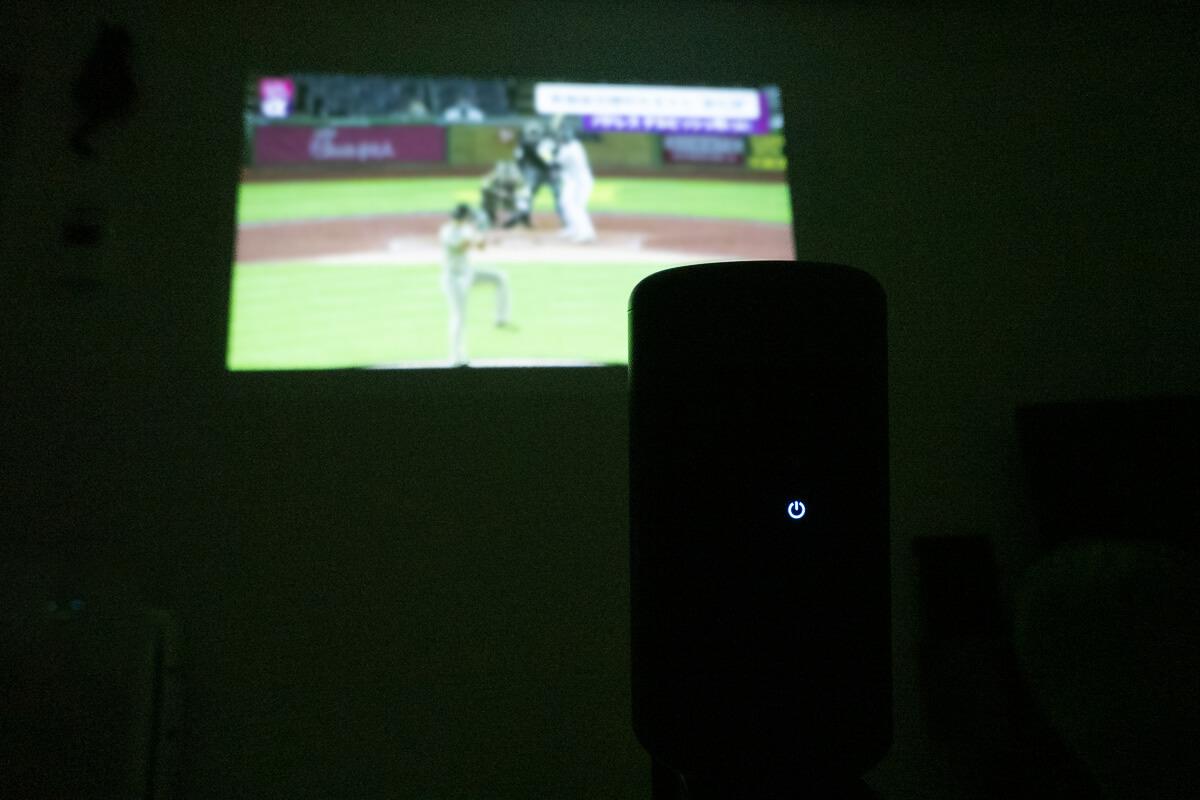 プロジェクターでテレビ番組を見る方法