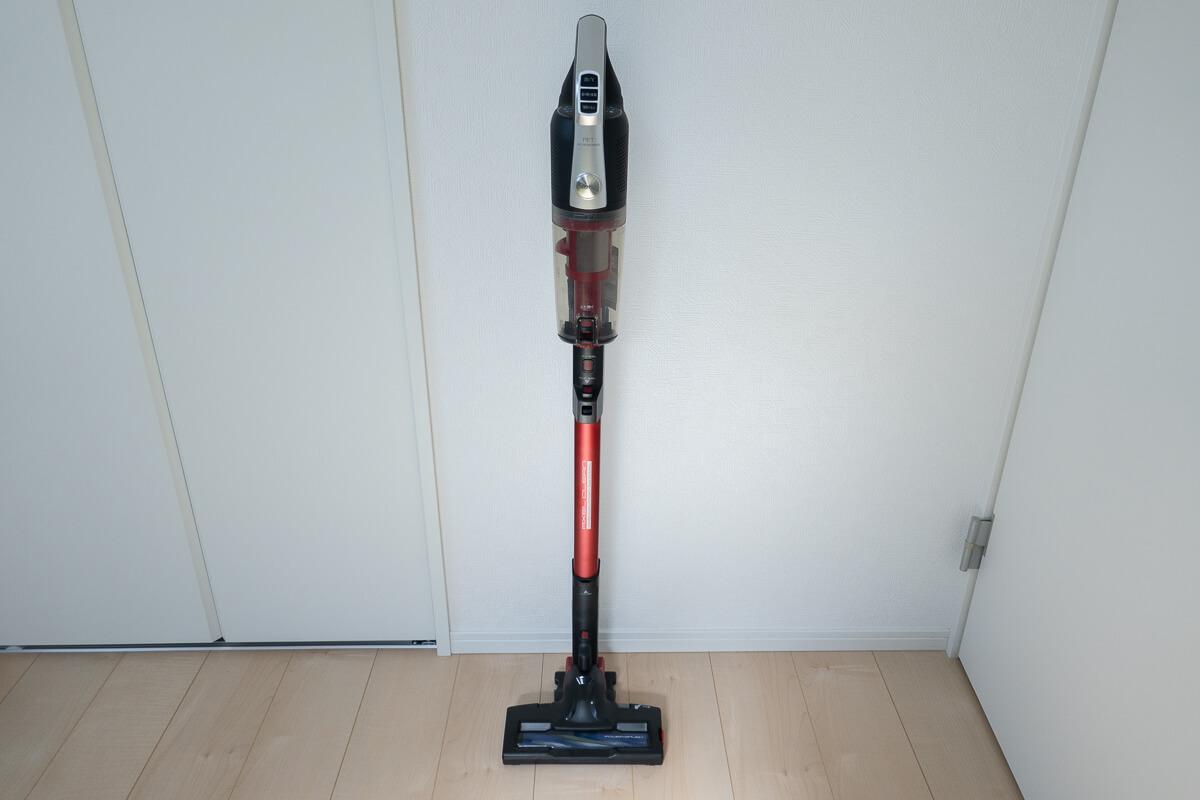 ペットと暮らすお家向けのコードレス掃除機 AQUA AQC-HF500 収納も使い勝手もスマートなデザイン
