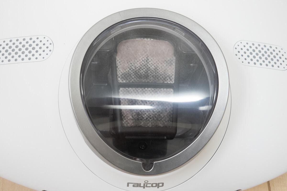 「レイコップ RN」を使ってふとん掃除をしてみた 取れたゴミがこちら。謎の白い粉が大量に…!