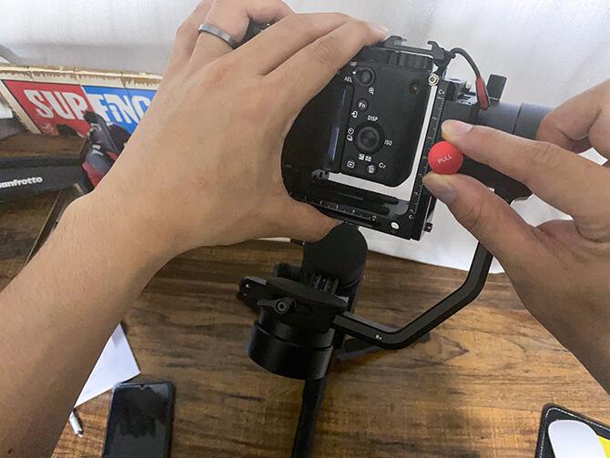 MOZA AirCross 2でカメラのバランスを取る