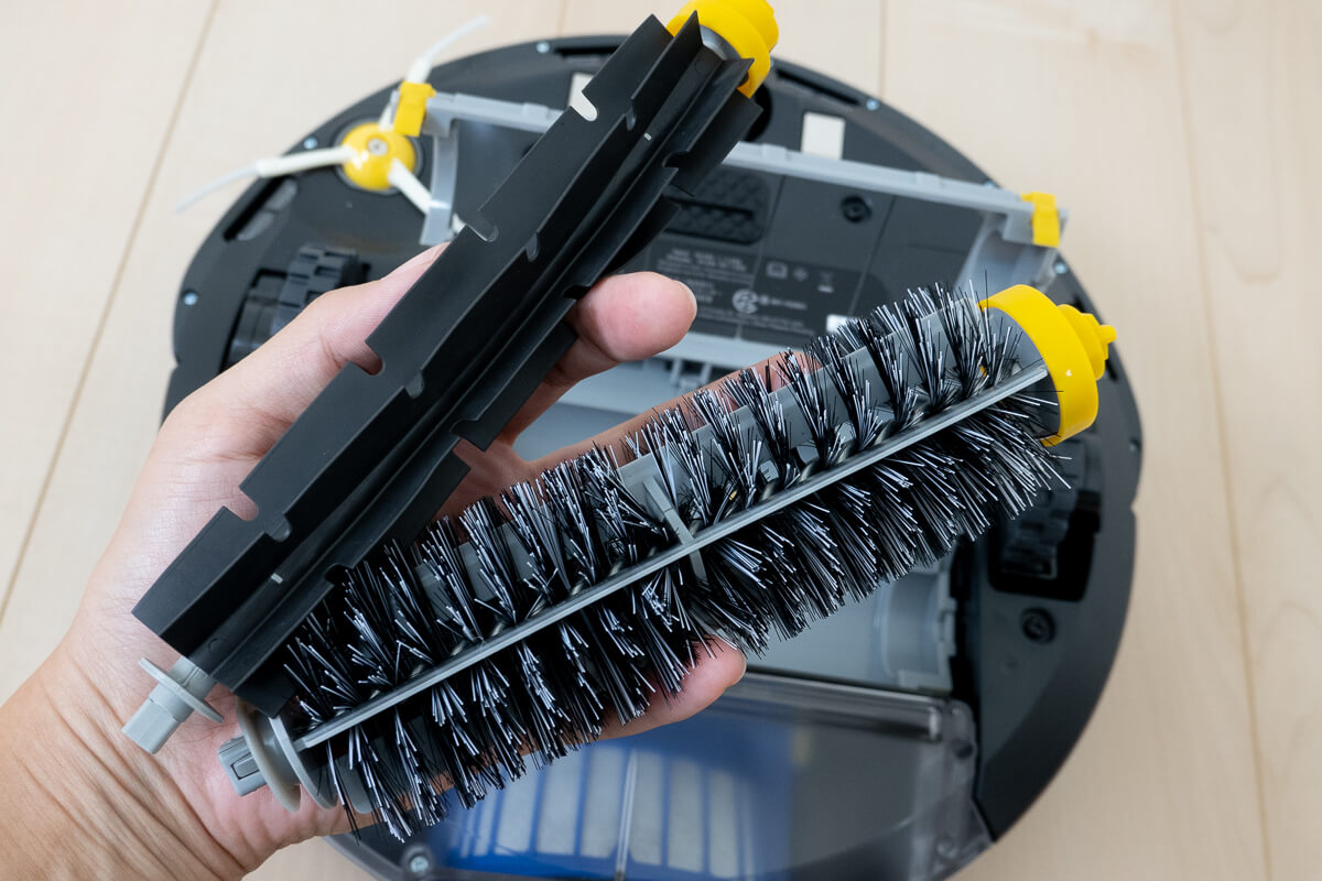 気をつけたいルンバ 693の注意点 毛のブラシはお手入れに手間がかかる