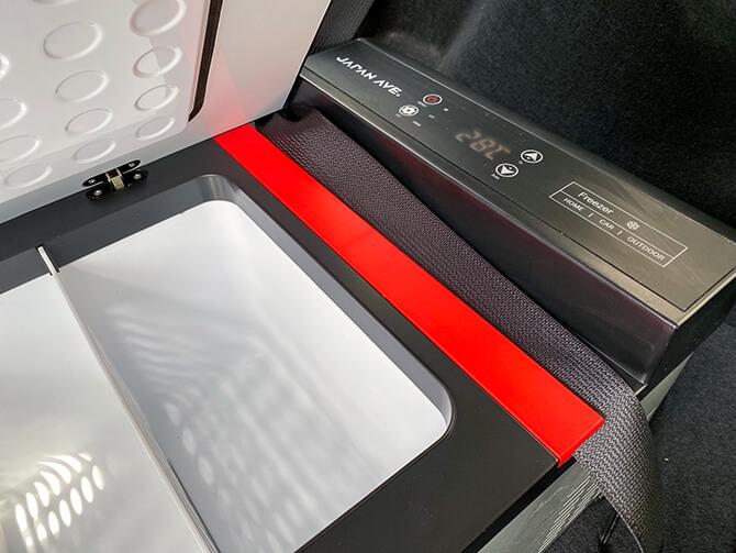 JAPAN AVE.の車載冷蔵庫JA2800のシートベルトフック