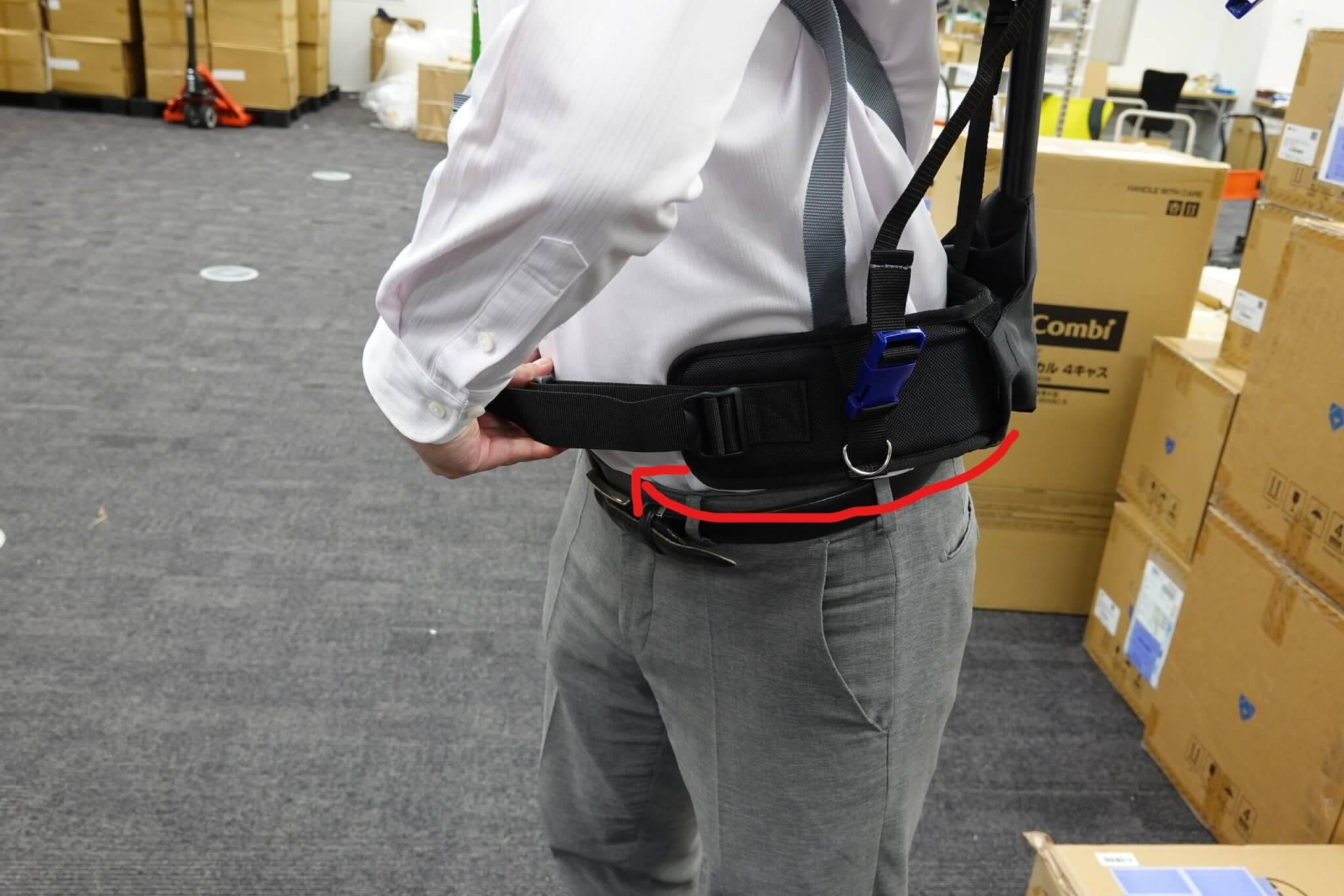 実際に「マッスルスーツ GS-ARM」を使ってみた 装着してみよう