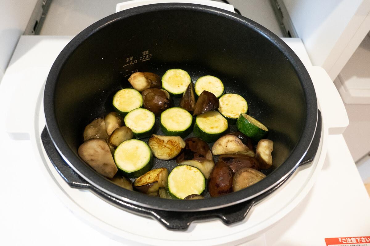 アイリスオーヤマの電気圧力鍋を使ってわかった魅力 ふたを開けたまま加熱できる「なべモード」が便利