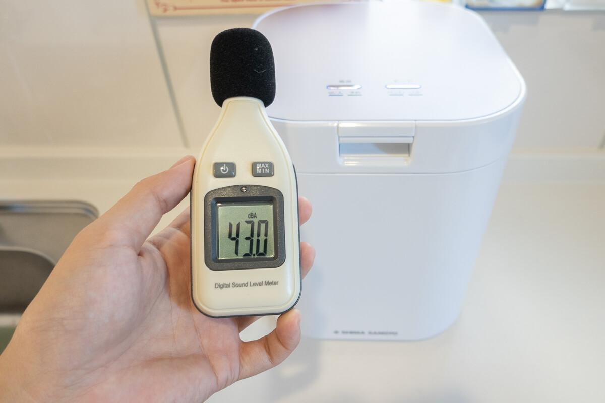 生ごみ減量乾燥機「パリパリキュー」のある生活の魅力と注意点 ○ 音が静かで時間を選ばず動かせる