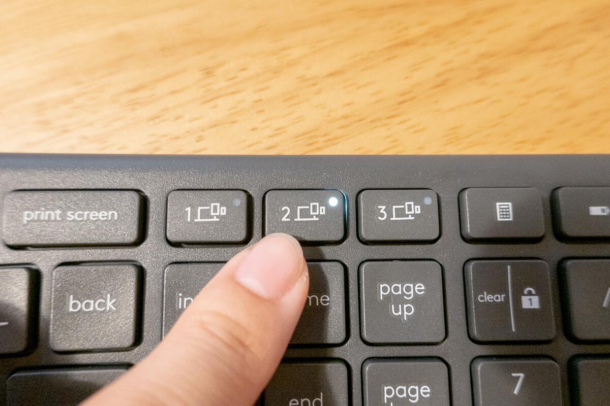 ロジクール「ERGO K860」を実際に使ってみた まずはセットアップ Bluetooth接続する場合