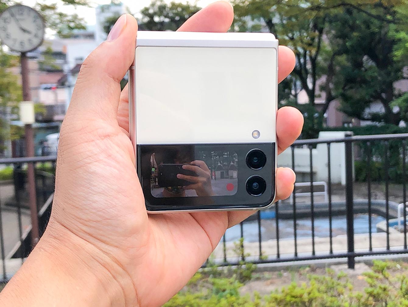 Galaxy Z Flip3 5Gのサブディスプレイ撮影